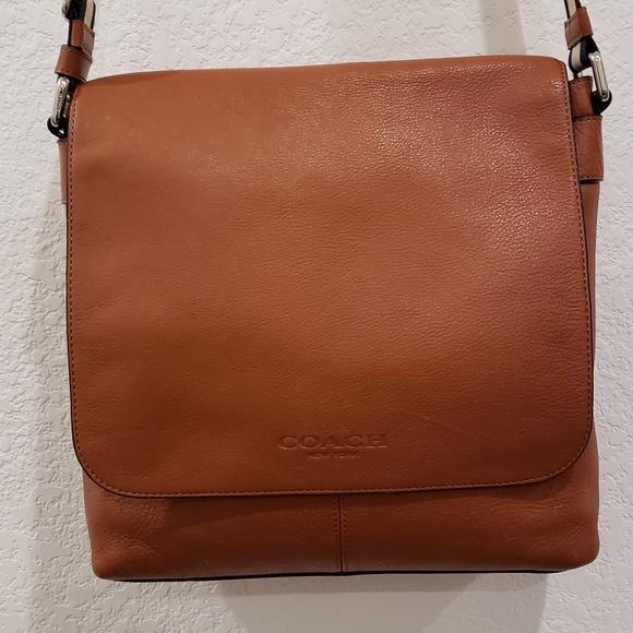 f6f4edb4c3d4 Coach Handbags - Coach Small Messenger Bag F72108